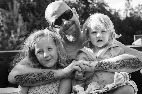 Маленькие дети и их татуированные родители (53 фото)