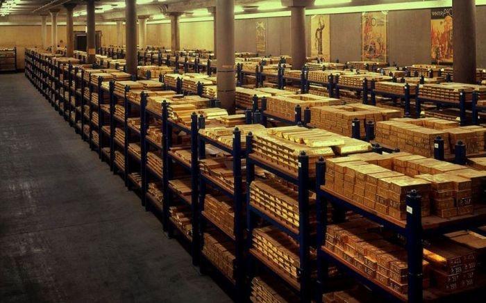 Место, где хранятся тысячи тонн золота (4 фото)