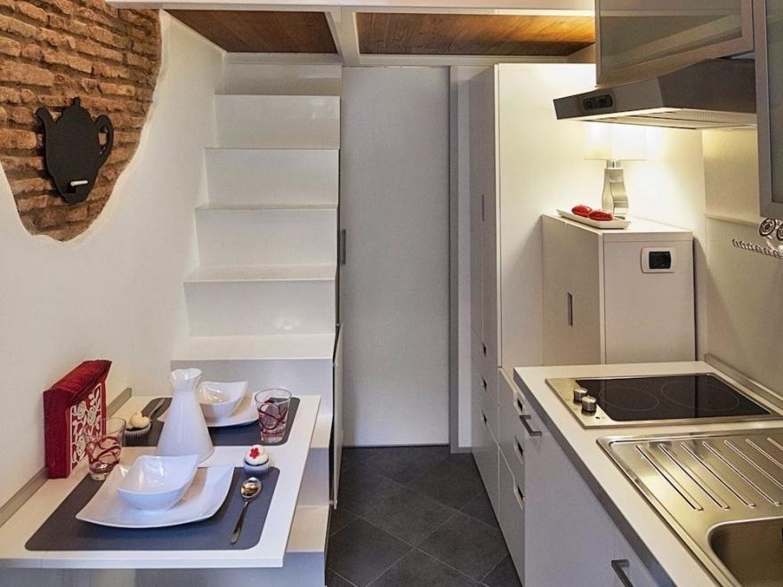Миниатюрная квартира в Риме (12 фото)