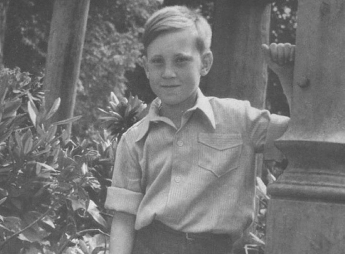 Фотографии известных людей в юном возрасте (21 фото)
