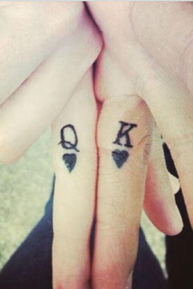 Необычные татуировки на пальцах (27 фото)