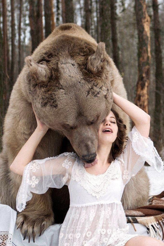 Фотосессия - две модели и огромный медведь (21 фото)