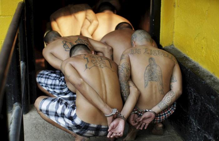 Перевозка заключенных в Сальвадоре в новую тюрьму (22 фото)