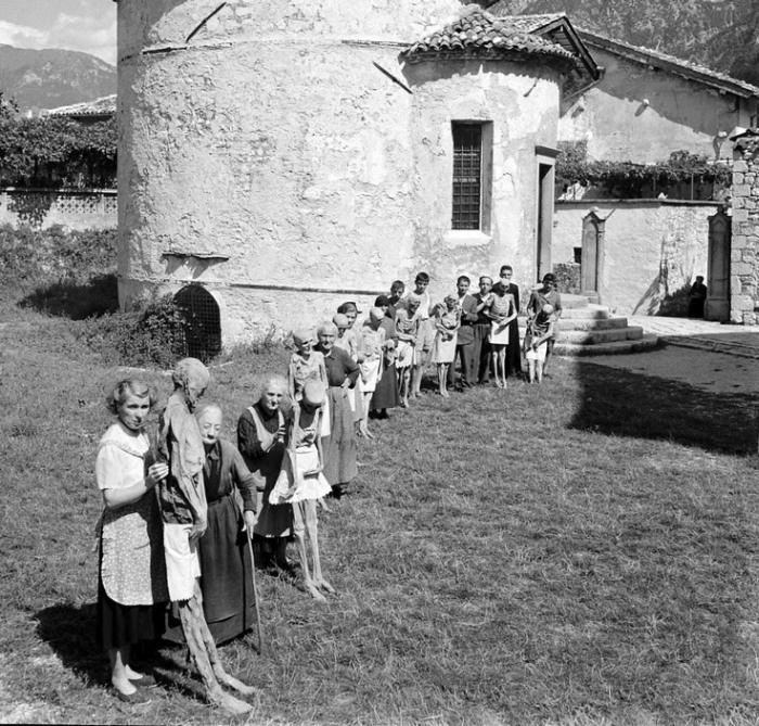 """Итальянская традиция """"прогулки"""" с мумиями (10 фото)"""