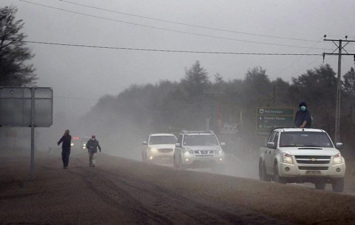 Вулкан Кальбуко засыпал пеплом окрестные города (18 фото)