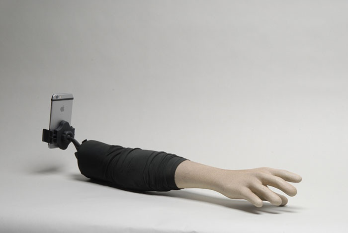 Палка для селфи в виде человеческой руки (6 фото)