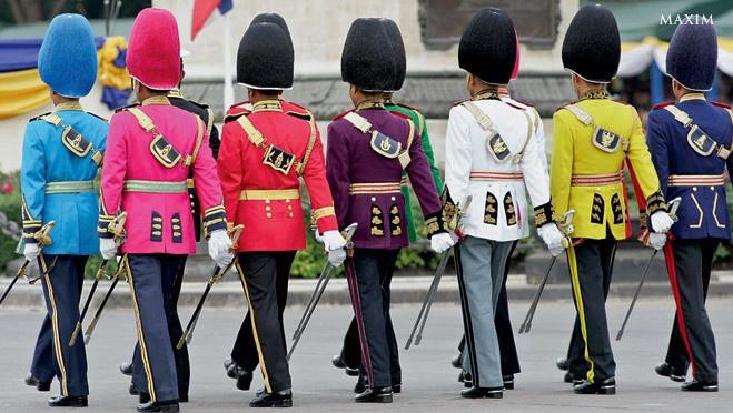 Нелепая военная форма различных армий мира (7 фото)