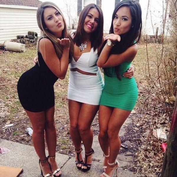 Фото и селфи девушек в обтягивающих платьях (51 фото)