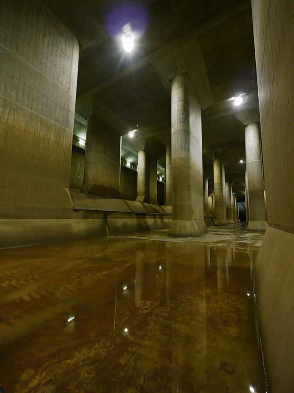 Водоотводный коллектор в Токио (12 фото)