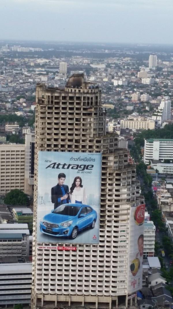 Огромный заброшенный небоскреб в столице Таиланда (24 фото)