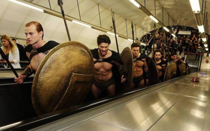 300 спартанцев в лондонском метро (10 фото)
