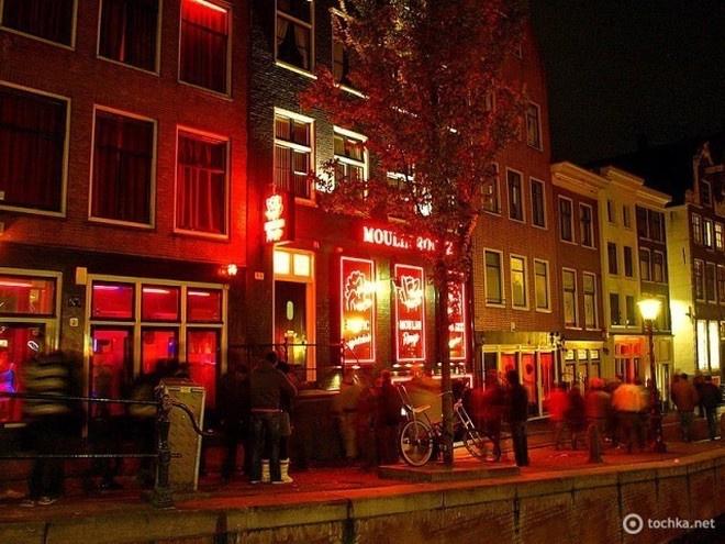 5 стран Европы, в которых легализована проституция (6 фото)