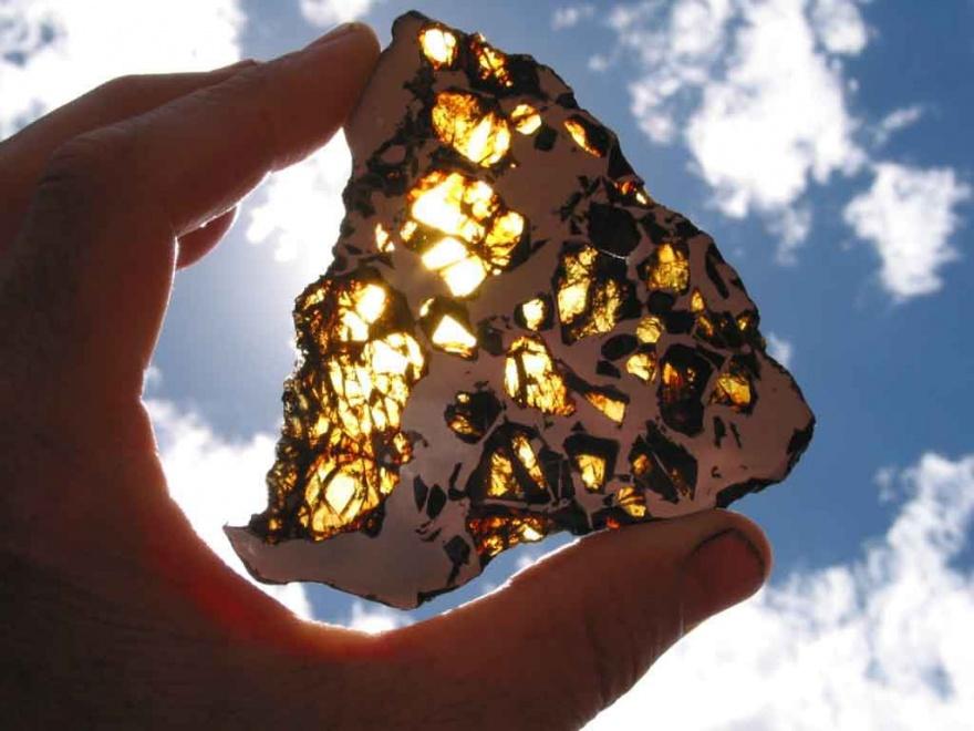 Красивый метеорит Фукан