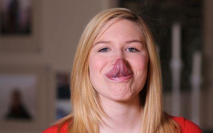 Девушка с самым длинным языком в мире (12 фото)