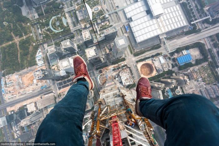 Российские руферы забрались на самое высокое строящееся здание мира (7 фото)