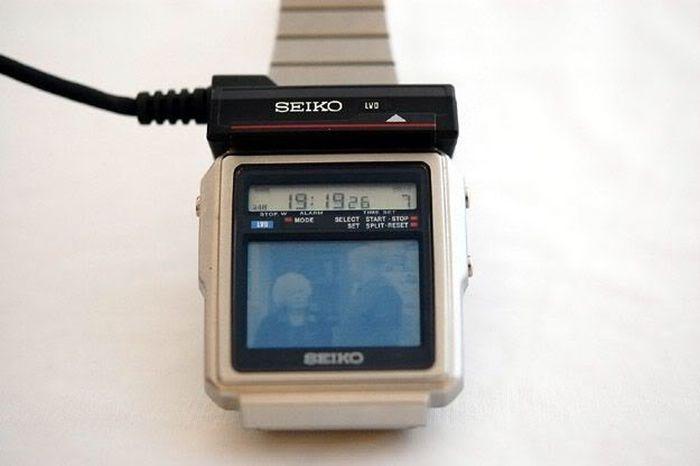 Часы с телевизором, созданные 33 года назад (5 фото)