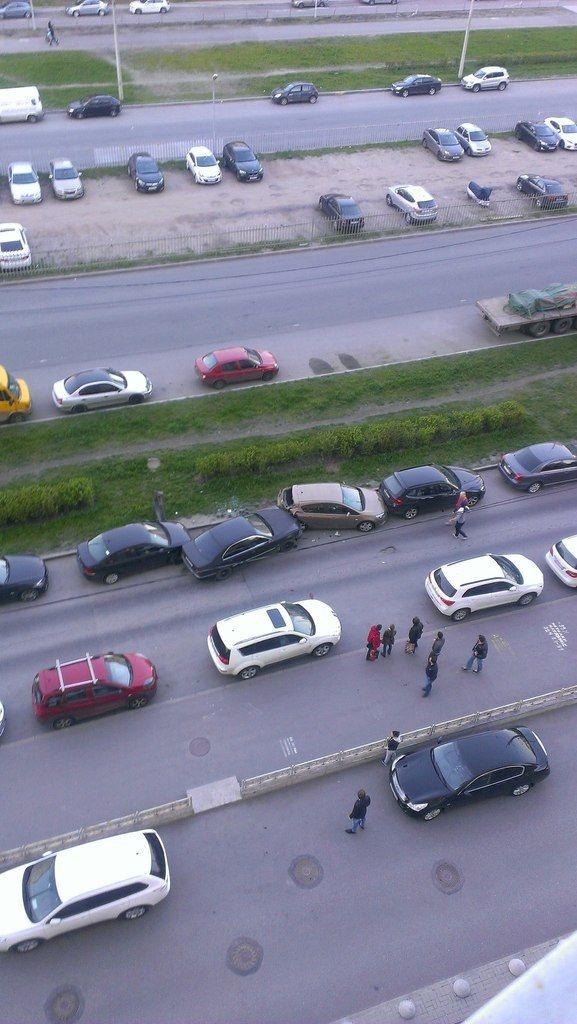 Суровая расправа питерских автолюбителей с пьяным водителем (5 фото)