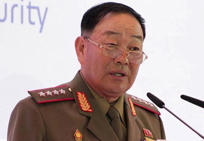 Слухи о расстреле министра обороны КНДР из зенитной пушки (6 фото)