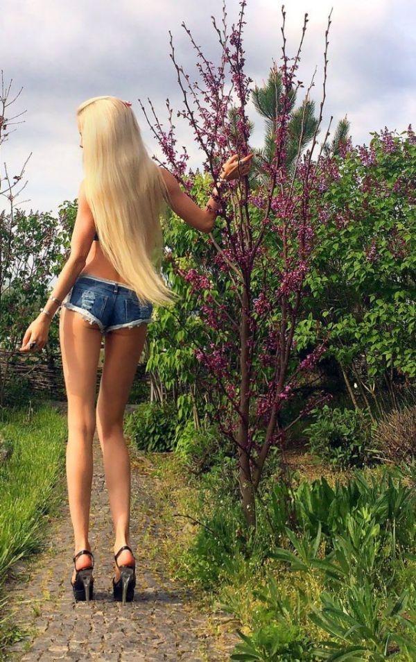 Новая фотосессия девушки-барби (17 фото)