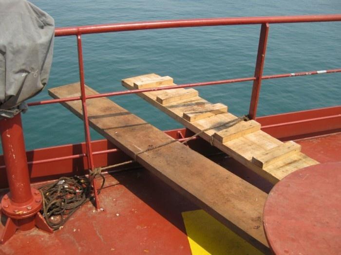 Как происходит очистка танкера от мазута (34 фото)