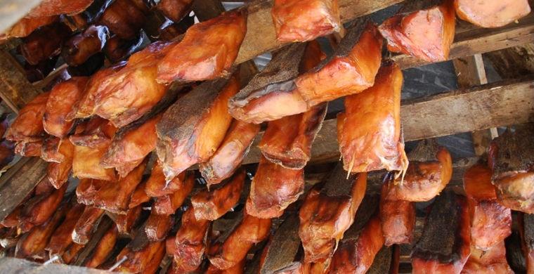 Шокирующие блюда различных национальных кухонь (14 фото)