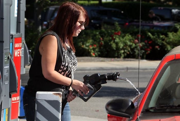 Рассеянные люди на автозаправках (13 фото)