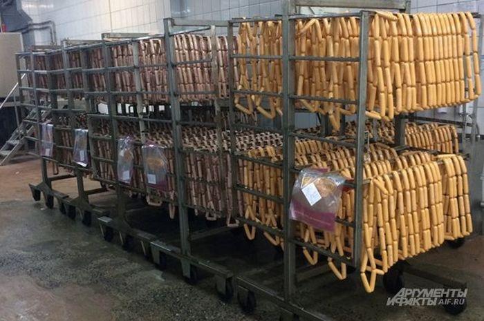 Как производят сосиски на одном из мясокомбинатов (7 фото)