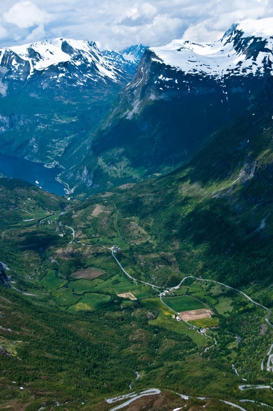 Классные фото горных дорог в Норвегии (10 фото)