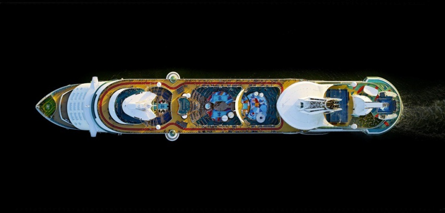 Взгляд на круизные теплоходы с высоты в несколько сот метров (7 фото)