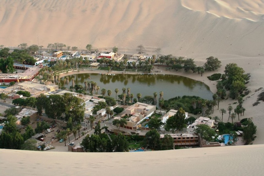 12 необычных поселений мира (12 картинок)