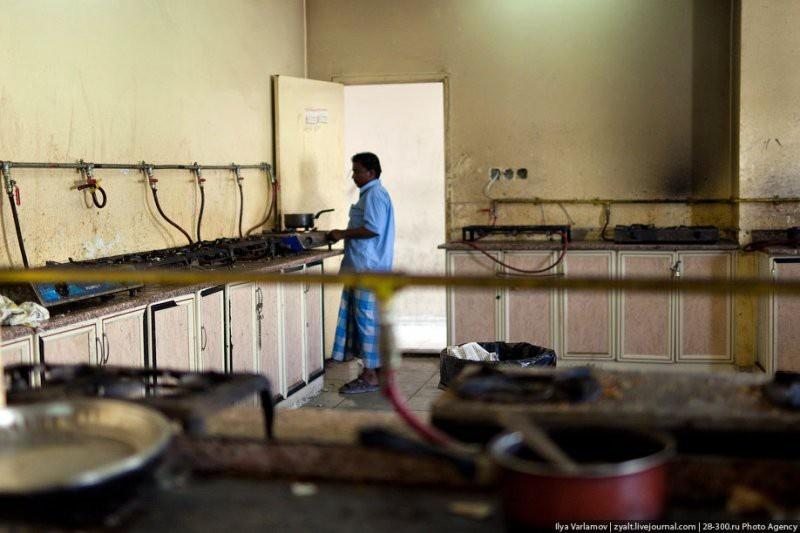 Условия жизни гастарбайтеров в Арабских Эмиратах (20 фото)