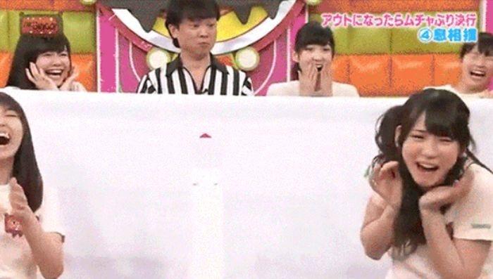 Прикольные кадры из японских телешоу (24 гифки)