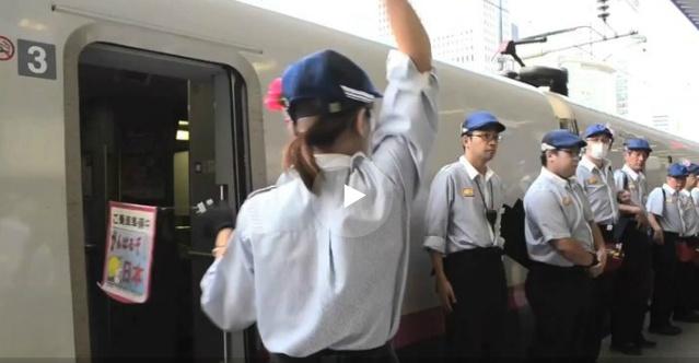 Супербыстрая уборка вагонов поезда в Токио
