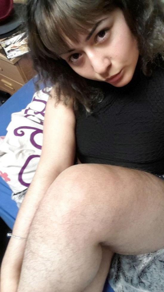 19-летняя студентка гордится обилием волос на свое теле (6 фото)