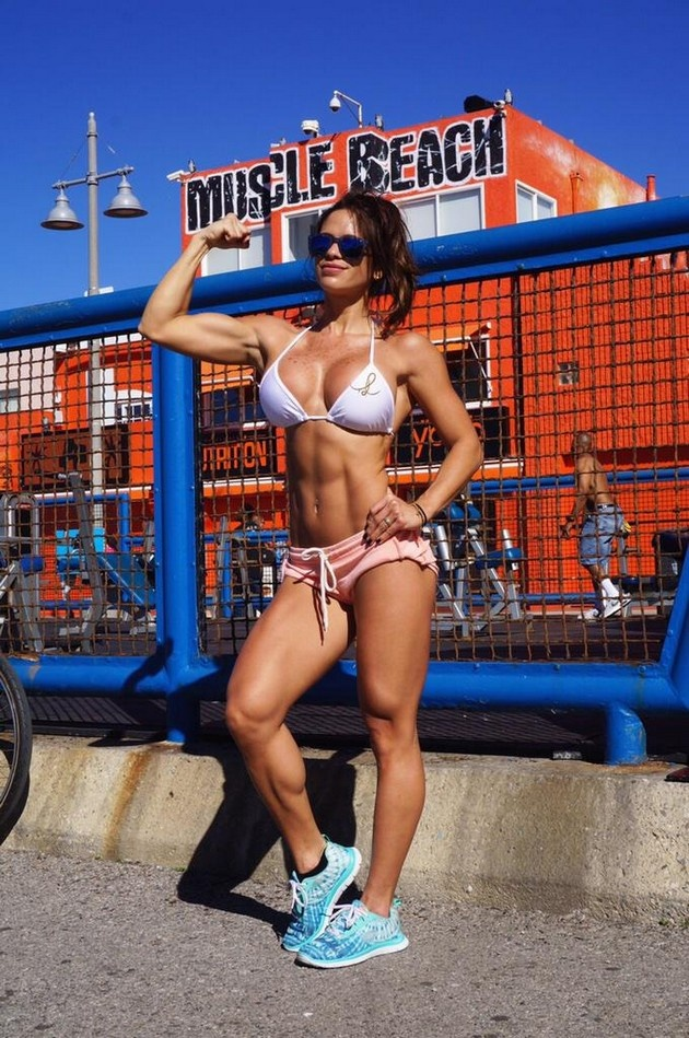 Фото и селфи девушек в отличной спортивной форме (26 фото)