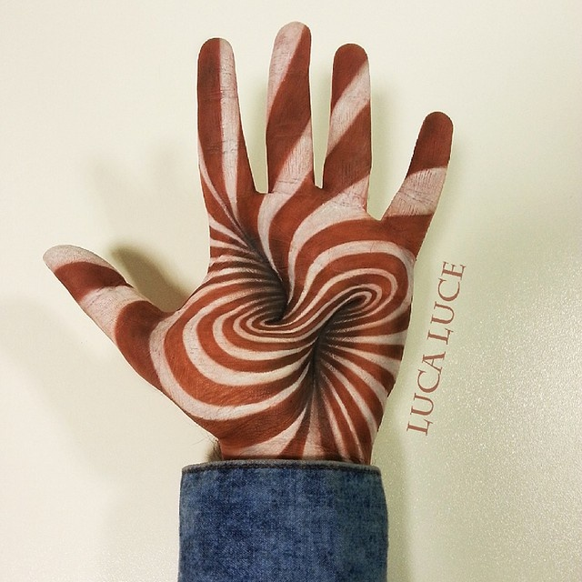Прикольные 3D рисунки на ладонях от художника Luca Luce (20 фото)