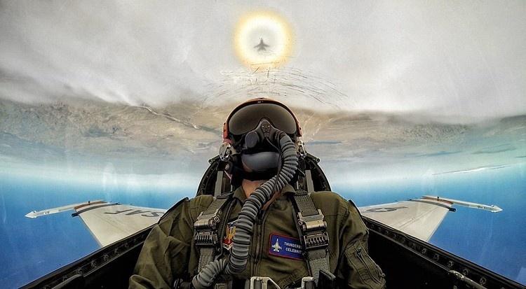 12 селфи военных пилотов