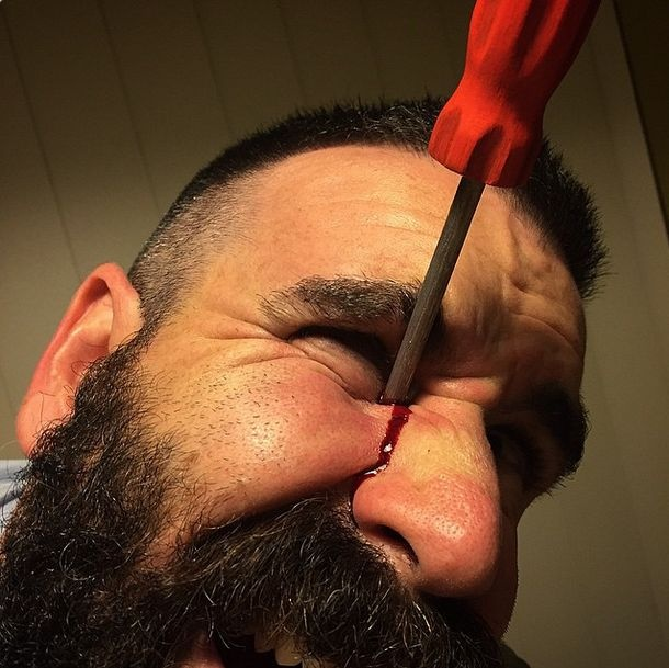 Пугающие и реалистичные работы гримера-самоучки (впечатлительным не смотреть) (39 фото)