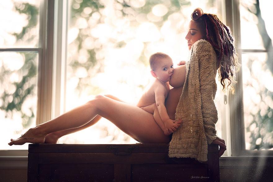 Серия снимков в защиту публичного кормления грудью (17 фото)