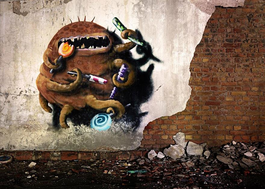 Красочные чудовища в заброшенных заводских корпусах (20 фото)