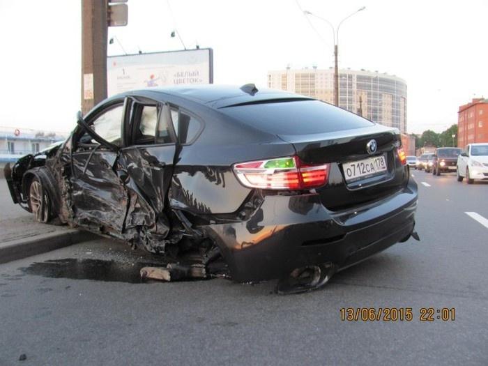 В Петербурге итогом гонок BMW X6 и Infinity QX70S стало массовое ДТП (8 фото)
