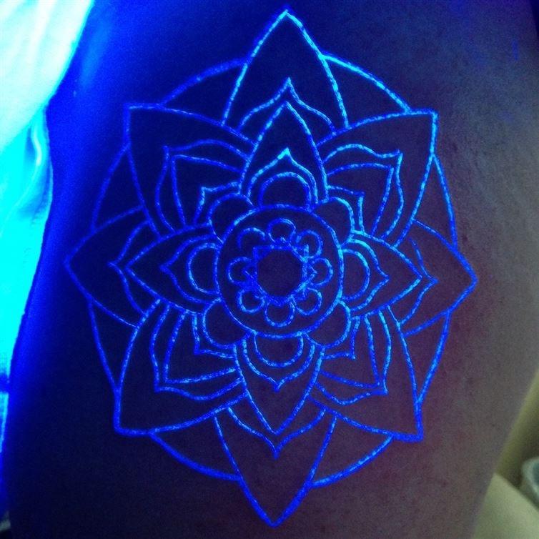 Неоновые татуировки (20 фото)