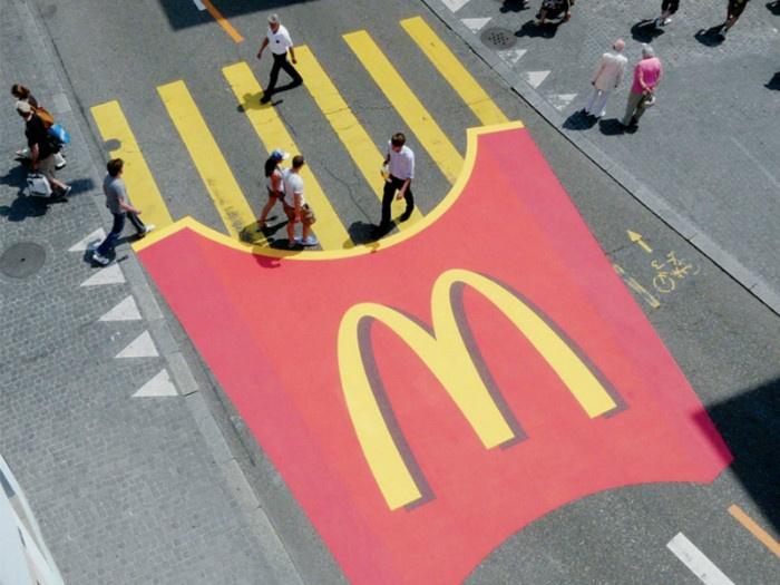 15 примеров нестандартной наружной рекламы (15 фотографий)