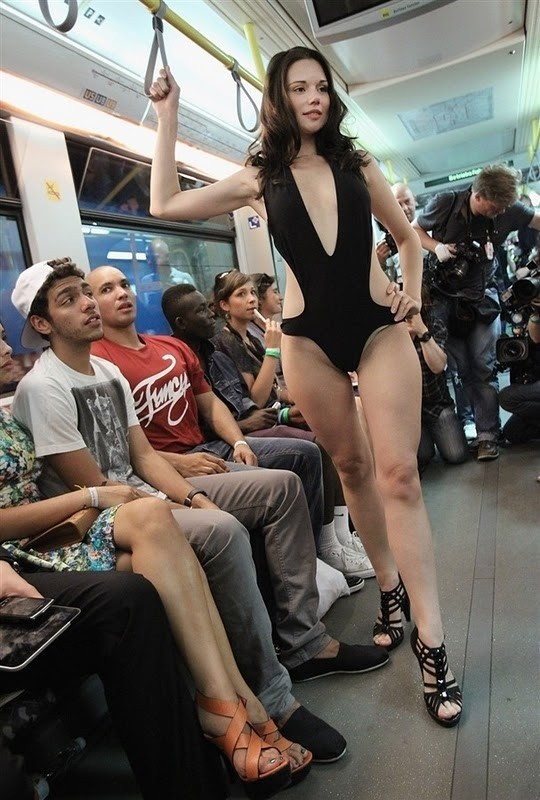 Прикольные фотографии пассажиров метро (29 фото)