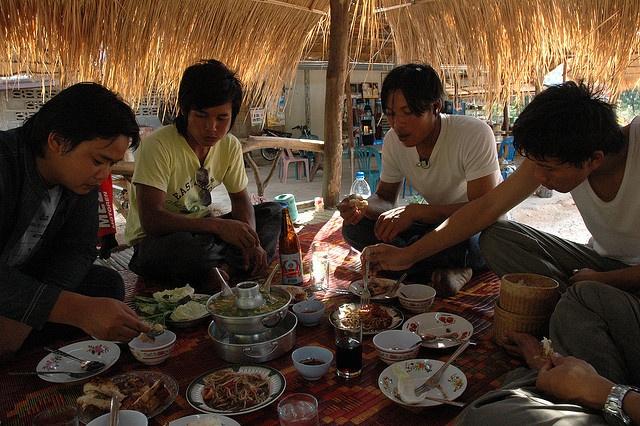 Необычные традиции различных народов мира (11 фото)