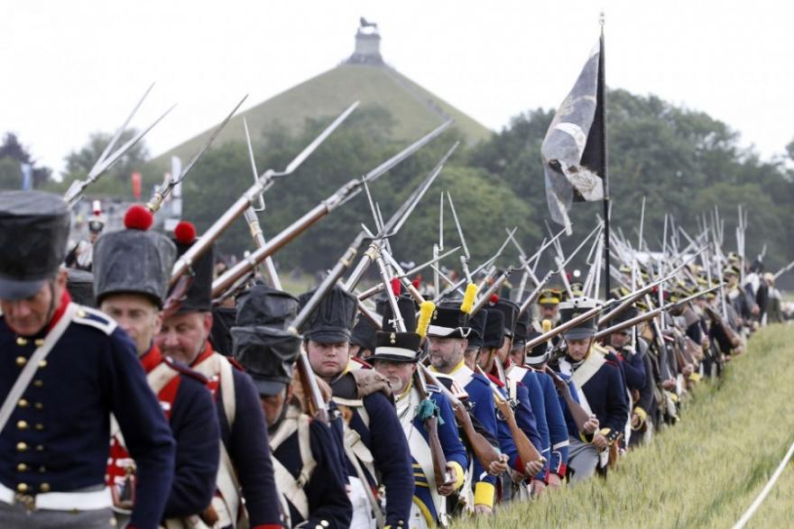 Реконструкция битвы при Ватерлоо (17 фото)