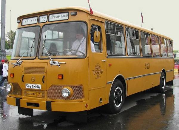 ЛиАЗ-677 - пассажирский автобус советской эпохи (11 фото)