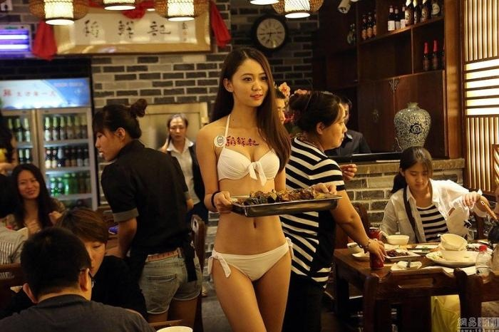 Китайский ресторан с полуобнаженными официантками (10