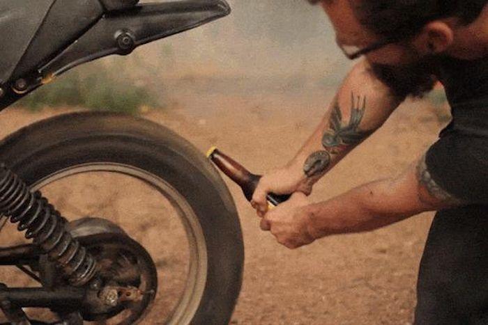 15 нестандартных способов открыть бутылку пива (15 гифок)