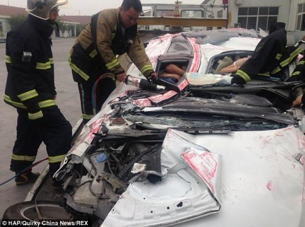 Водитель и пассажир чудом выжили в аварии